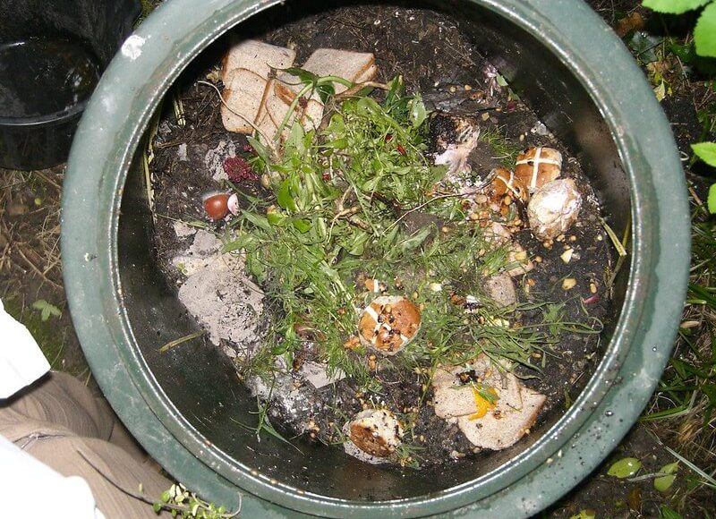 where to place your compost bin